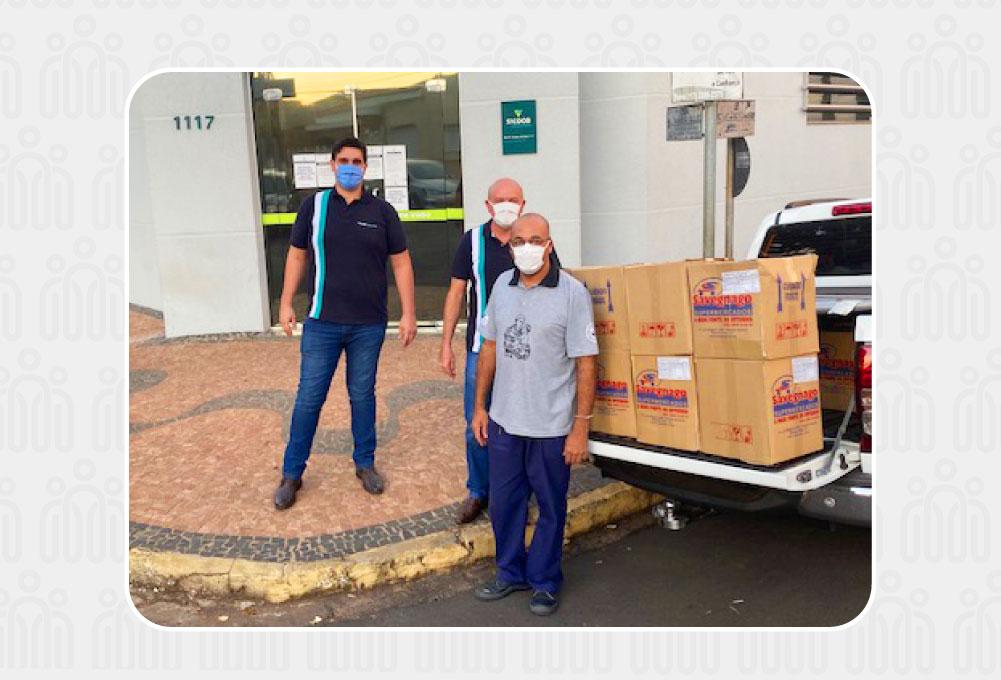 Instituto Credicitrus doa cestas básicas para famílias carentes de Pirangi